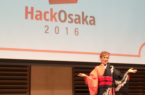 Hack OsakaでMCを務めるダイアン吉日さん