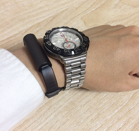 MISFIT を 腕時計と一緒につけてみた