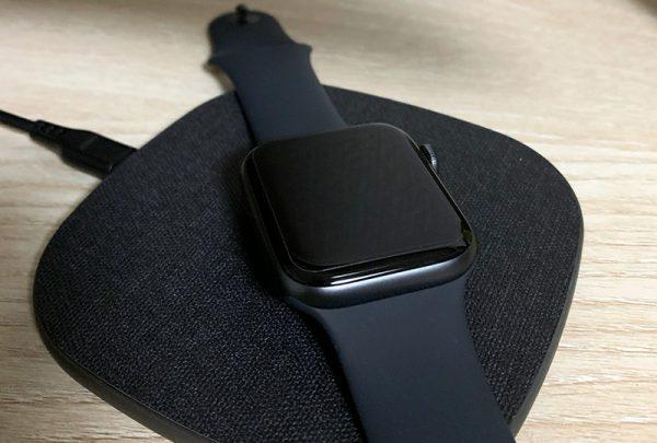 Apple WatchをQi充電器に置いてみた